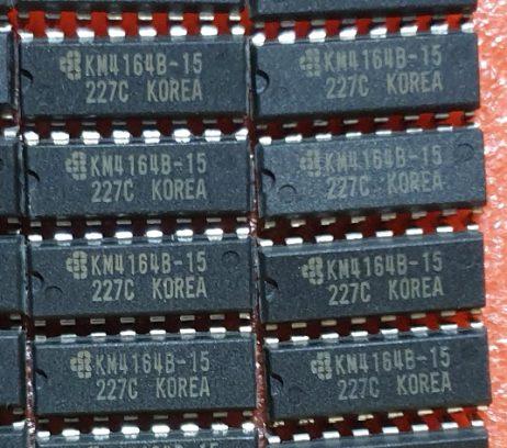 Samsung KM4164 DRAM chips